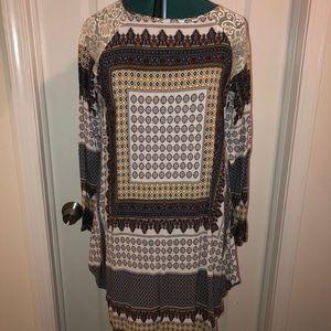 SIMPLY ASTER• Aztec mid length dress - long sleeve